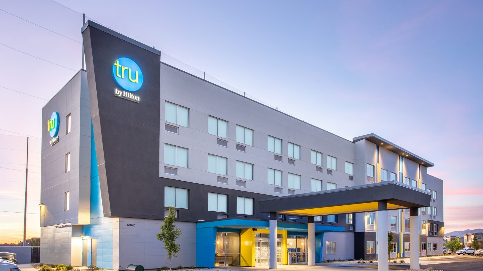 Tru by Hilton Salt Lake City Midvale Exterior Dusk